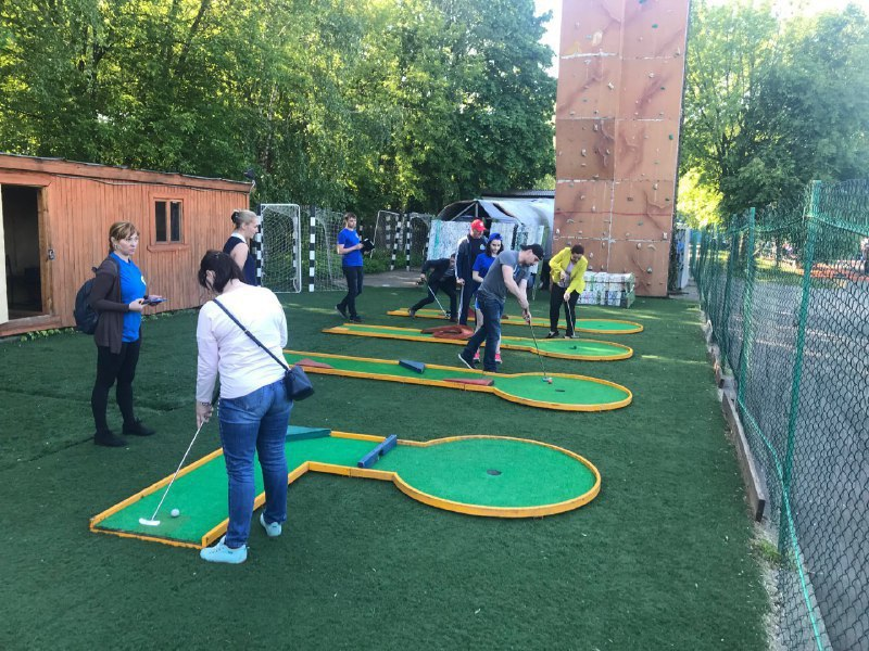 Команда Отрадного вошла в пятерку лучших турнира по мини-гольфу