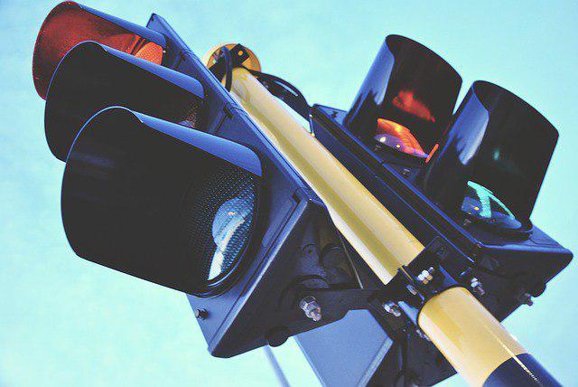 На улице Декабристов снова заработал светофор